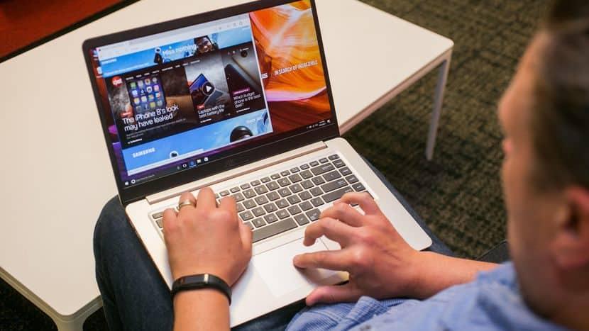 Asus Light VivoBook Laptop