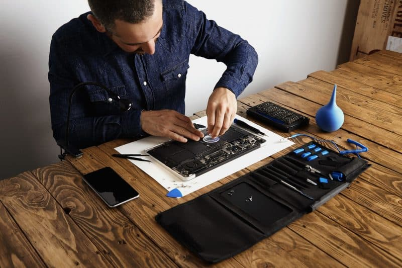 how to remove battery from lenovo laptop